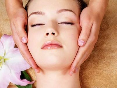 Gesichtmassage mit Collagen